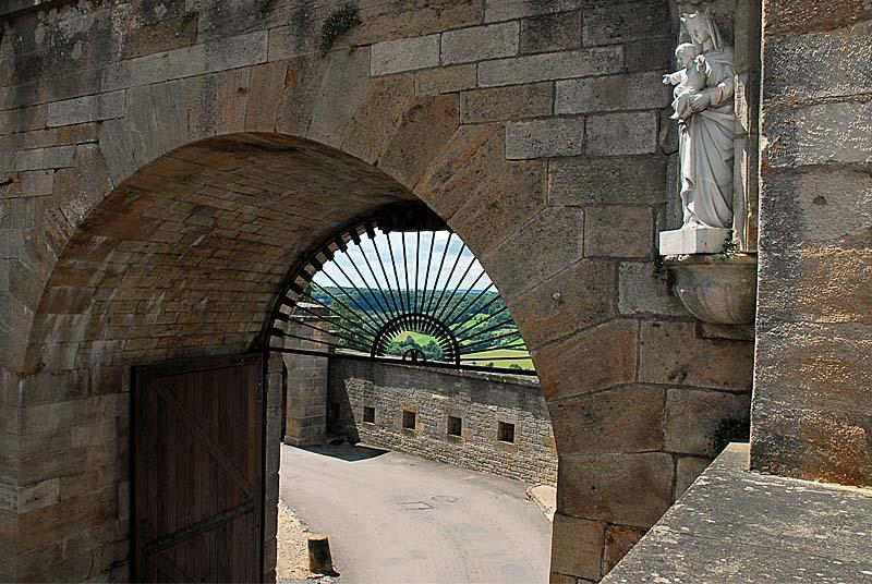 Porte de l'Hôtel de Ville - Langres (Лангр), Шампань-Арденны, Франция - достопримечательности Лангра, путеводитель по городу. Что посмотреть в Лангре, путеводитель по Шампани и Франции