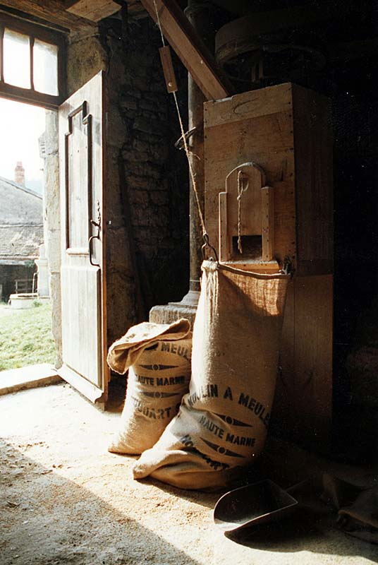 Moulin de Baissey : sac de grains